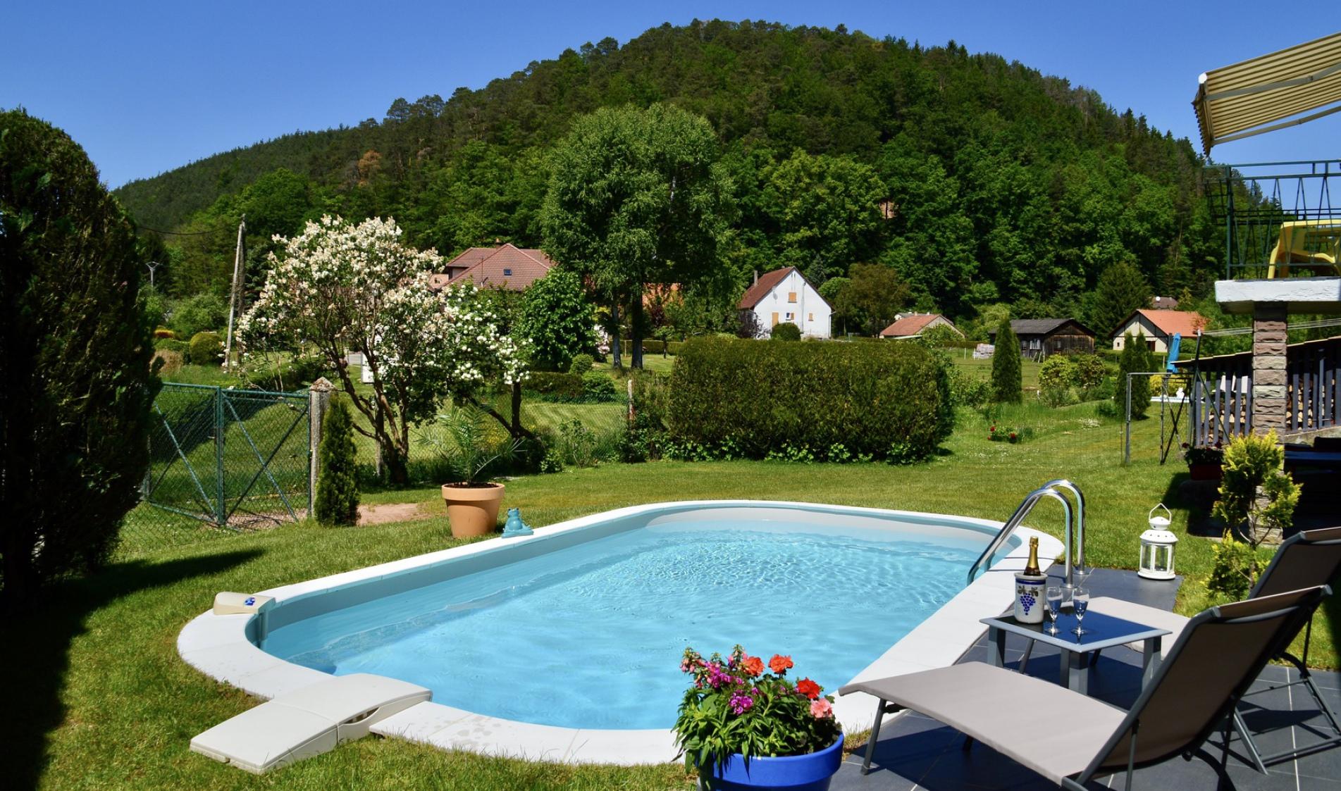 Gite avec piscine privée dans les Vosges du Nord Alsace Moselle à Sturzelbronn avec Piscine privée, proche de Bitche et Niederbronn. Ferienhaus mit pool Elsass, Vakantiehuis Noordelijke Vogezen