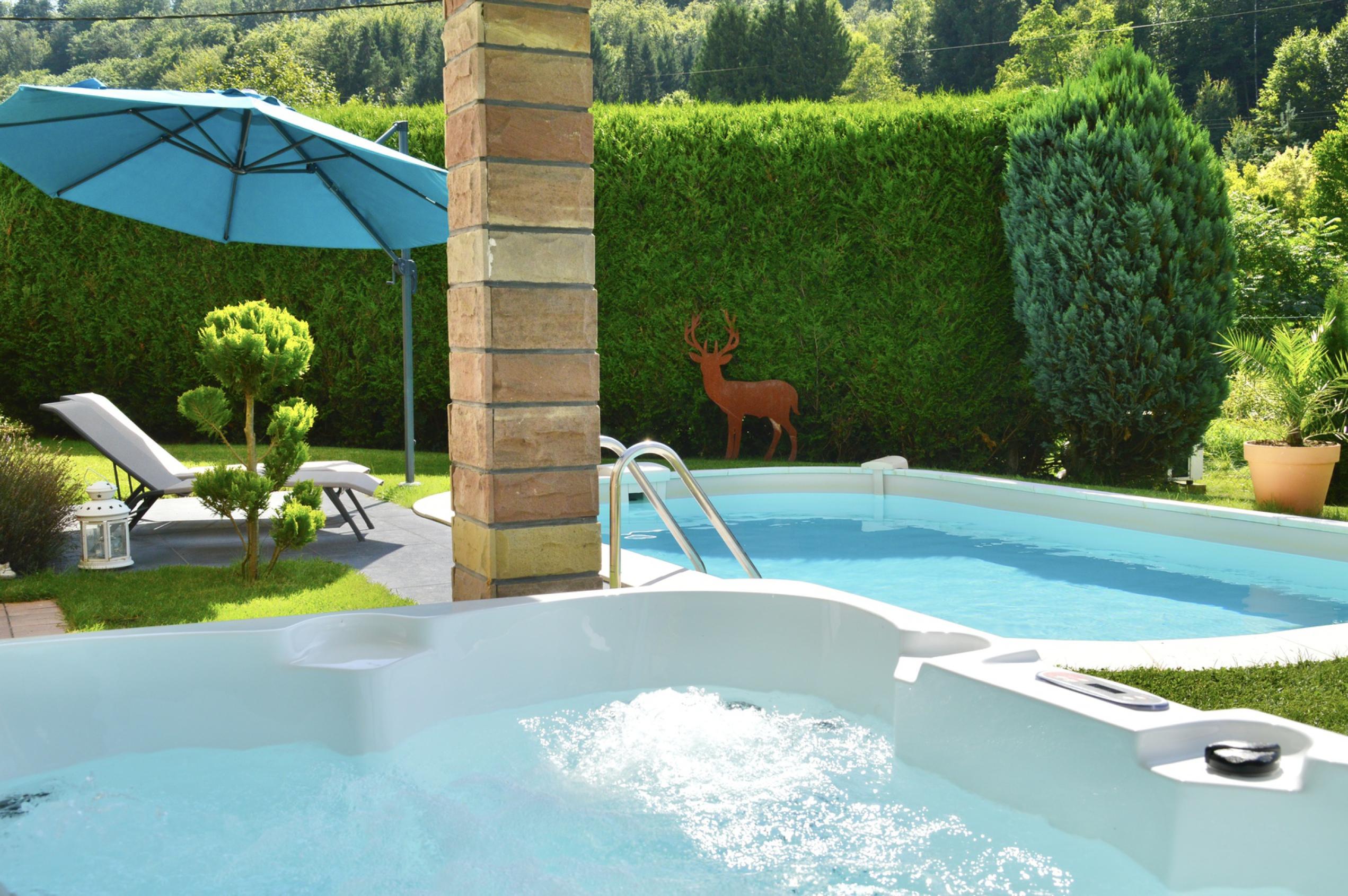 Gite dans les Vosges du Nord Alsace Moselle à Sturzelbronn avec Piscine privée, proche de Bitche et Niederbronn. Ferienhaus mit pool Elsass, Vakantiehuis Noordelijke Vogezen